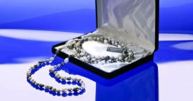 A remporter : 14 colliers de perles Allie