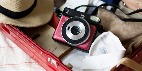 Un appareil photo Instax SQ6 Ruby Red à gagner